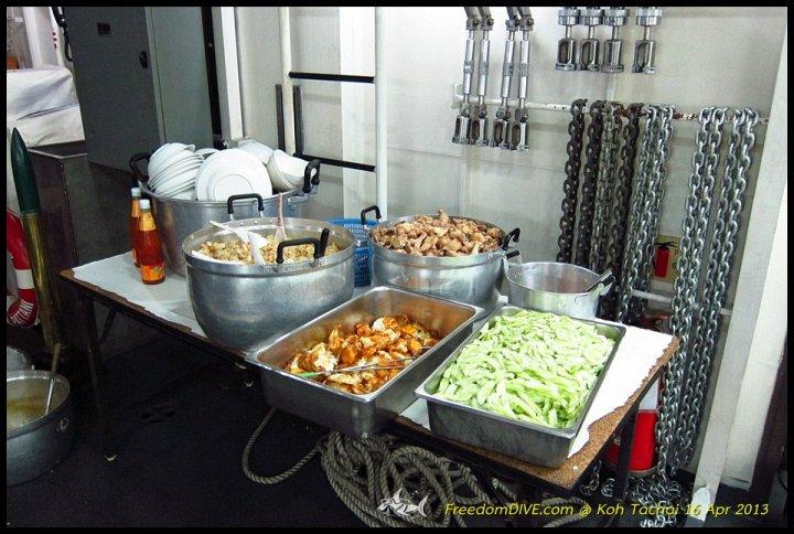 อาหารที่เตรียมไว้ให้ บนเรือหลวงปัตตานี
